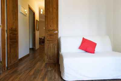 Profitable apartment with a tourist license in residential area of Barcelona